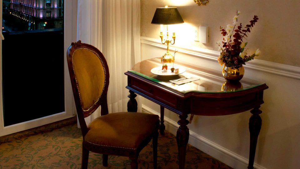 escritorio en habitación